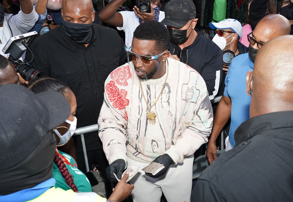 The Sean Combs Foundation & T.E.E.S. Miami Support Needy Families During The Holidays